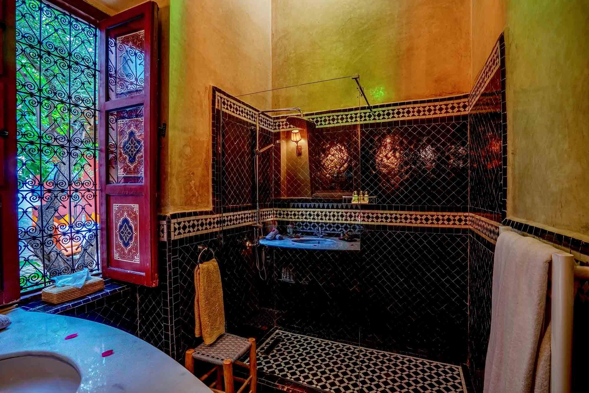 02. riad-ayadina-marrakech-chambre-atinea-salle-de-bain