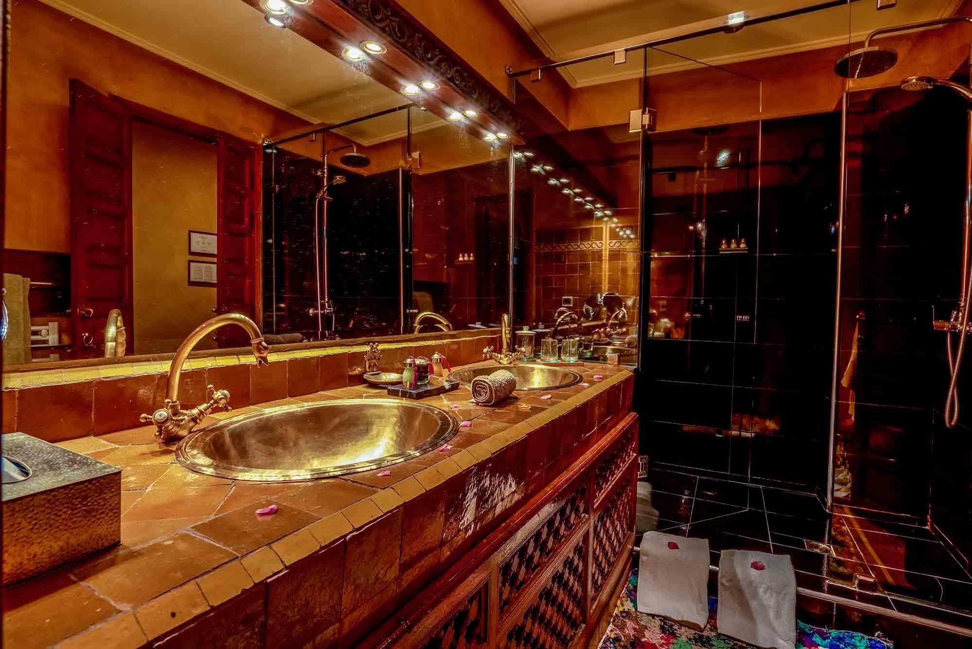 2. riad-ayadina-marrakech-chambre-adelina-salle-de-bain-en