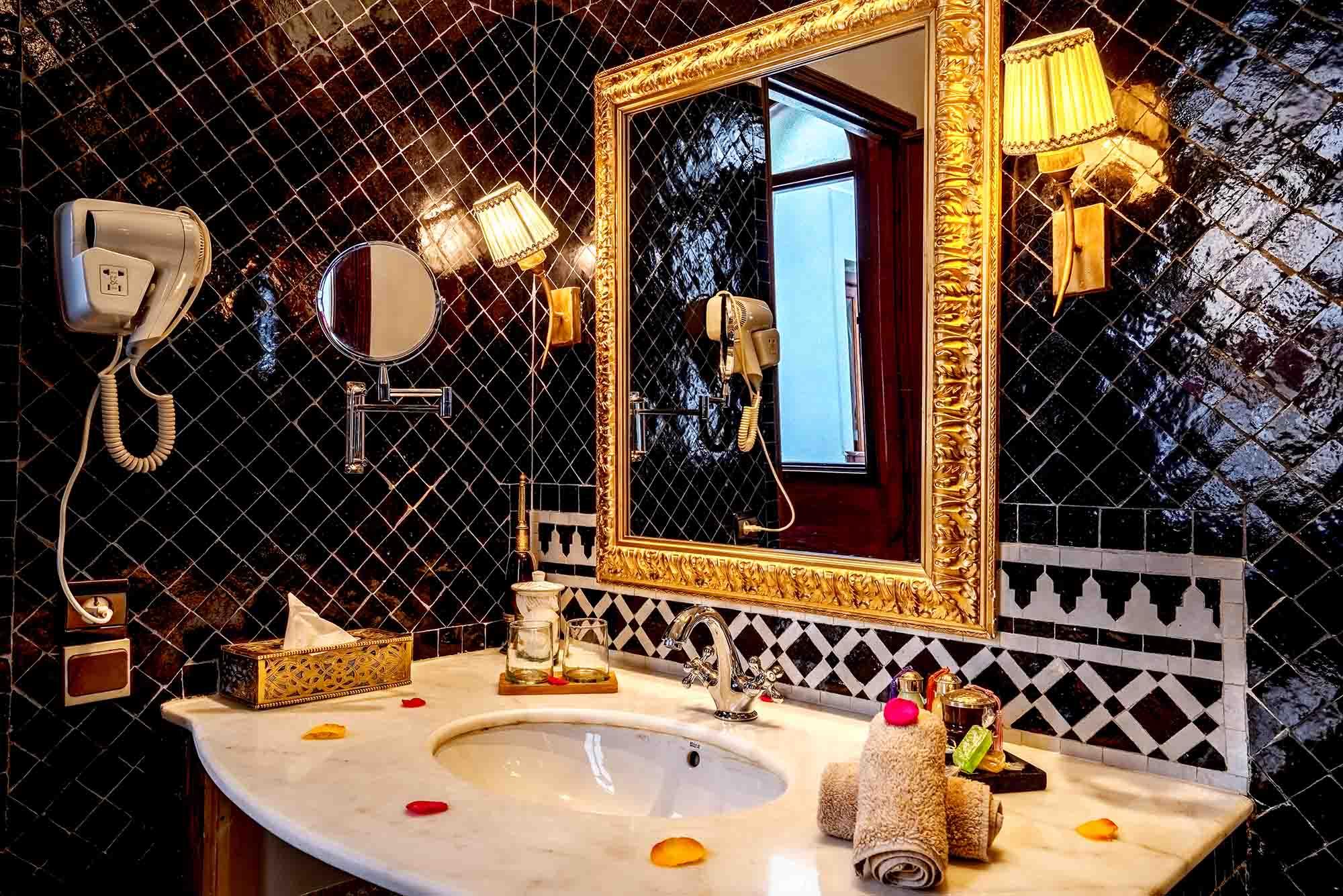 9. riad-ayadina-marrakech-chambre-aida-salle-de-bain-en